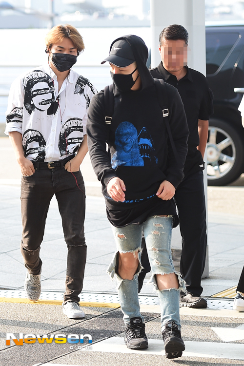 Big Bang - Incheon Airport - 07aug2015 - Newsen - 02.jpg