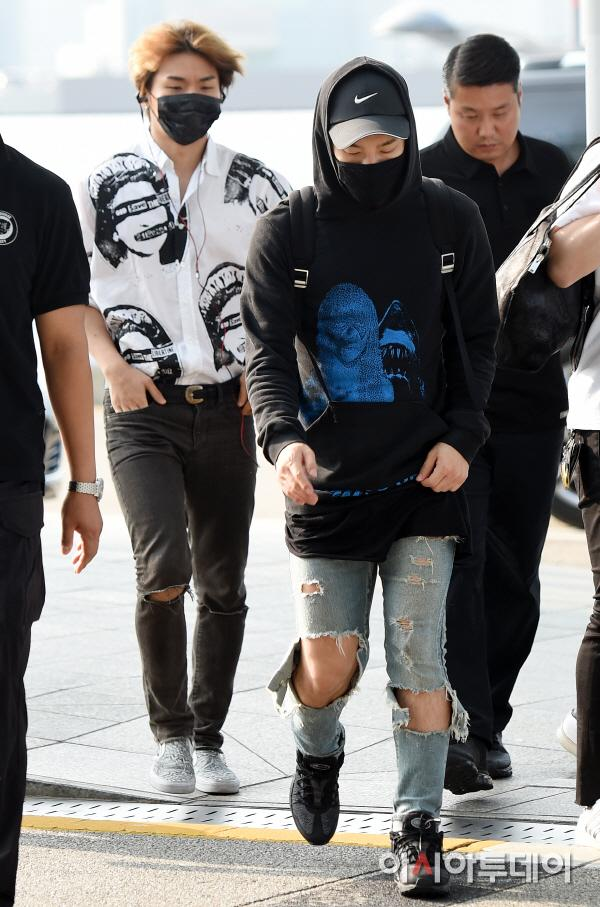 Big Bang - Incheon Airport - 07aug2015 - Press - 01.jpg