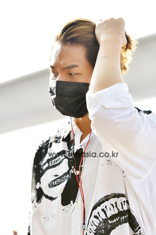 BIGBANG - Incheon Airport - 07aug2015 - tenasia - 02.jpg