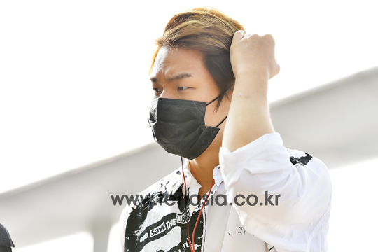 BIGBANG - Incheon Airport - 07aug2015 - tenasia - 03.jpg