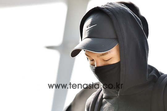 BIGBANG - Incheon Airport - 07aug2015 - tenasia - 12.jpg
