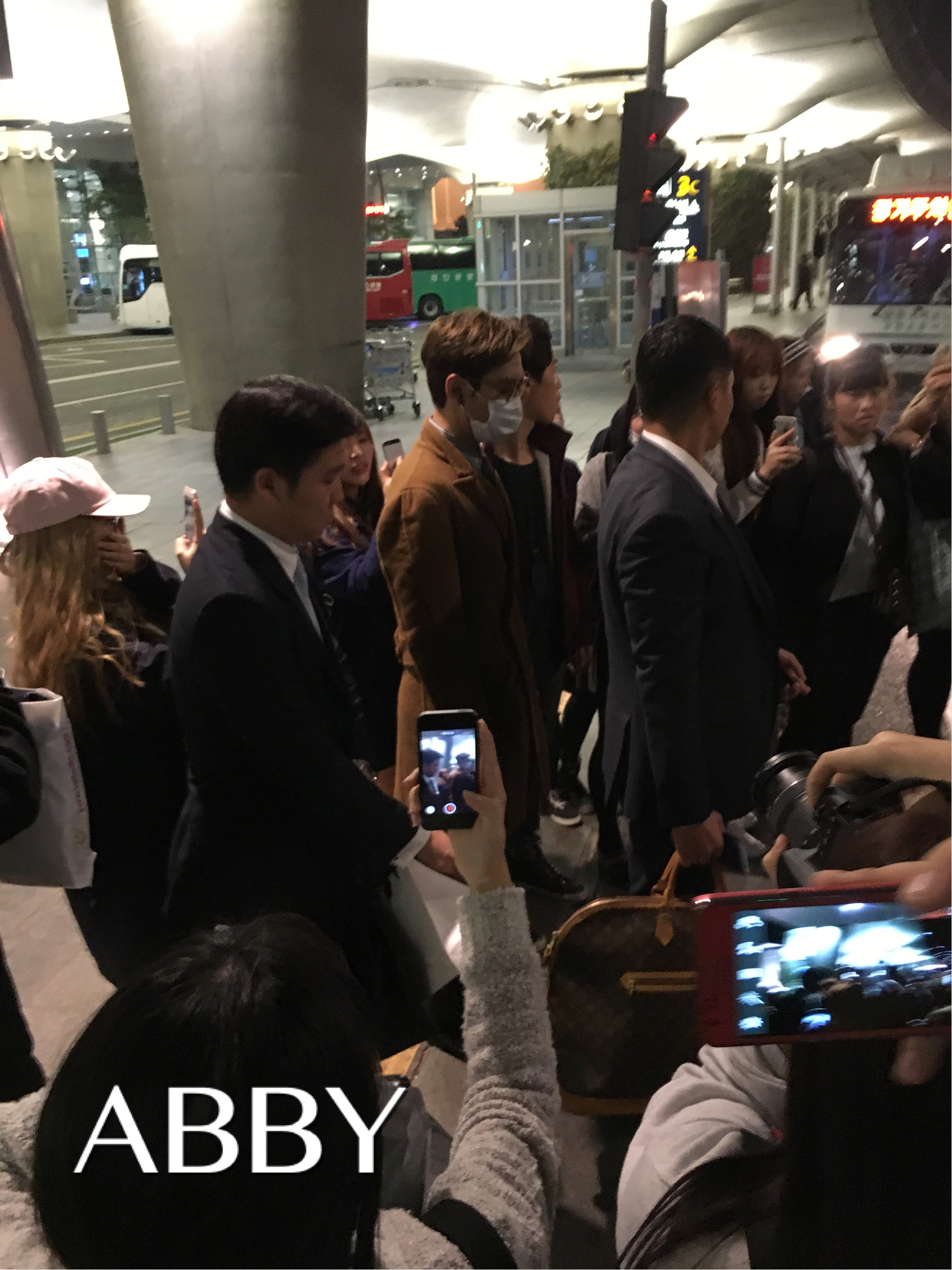 TOP - Incheon Airport - 06nov2015 - topabby - 01.jpg