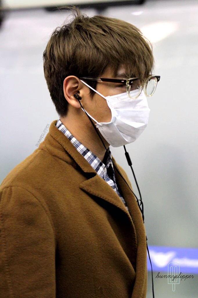 TOP Arrival Seoul 2015-11-06 BUNNYSLIPPER.jpg