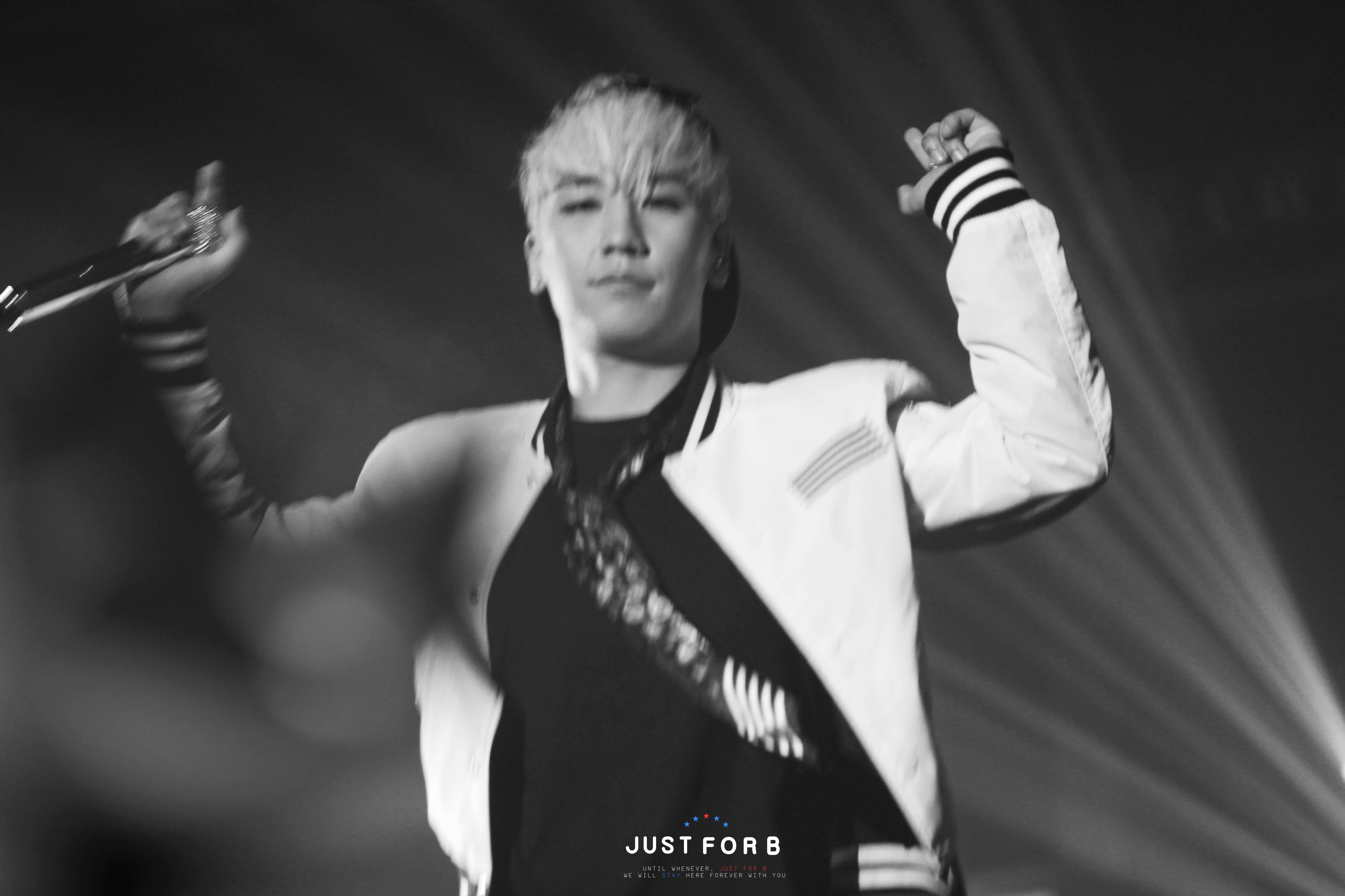 BIGBANG Seoul Day 2 HQs 2015-04-26 Seoul various138.jpg