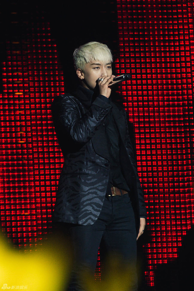 Sina HQ BIGBANG Dalian Wuhan Press 2015-06 012.jpg