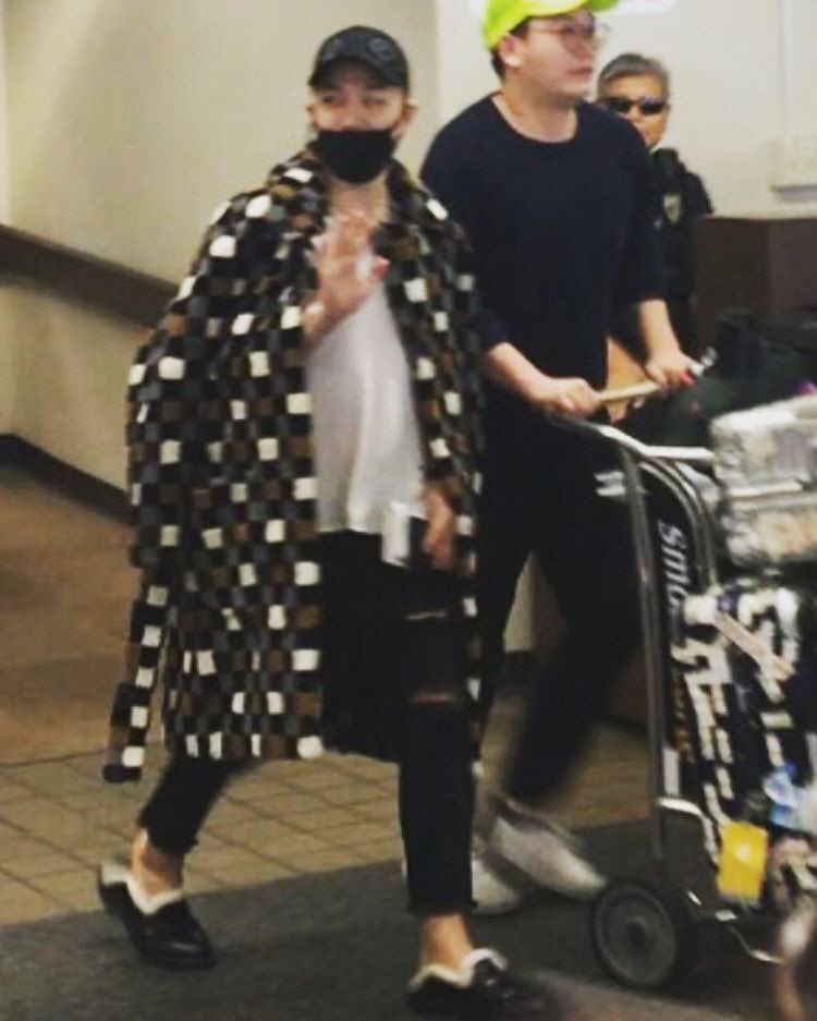 yb-dae-g-dragon-arrival-hawaii-2016-10-22-5