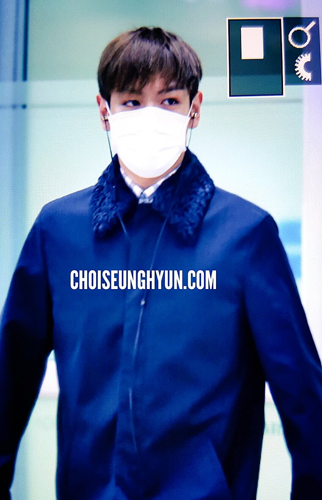 TOP Arrival Seoul from Tokyo 2015-111-03 (2)