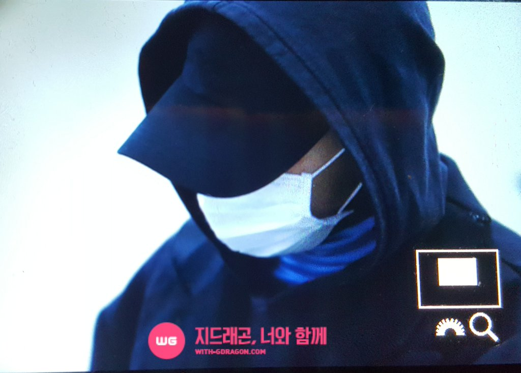 G-Dragon - Gimpo Airport - 22dec2015 - With G-Dragon - 02
