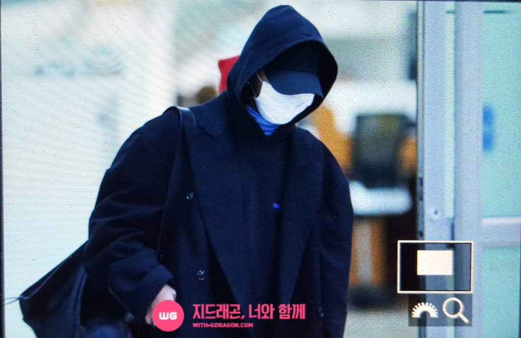 G-Dragon - Gimpo Airport - 22dec2015 - With G-Dragon - 01