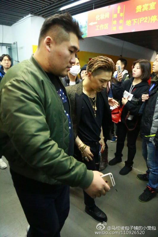BIGBANG Backstage Hunan TV 2015-12-31 马栏坡包子铺的小笼包 (2)