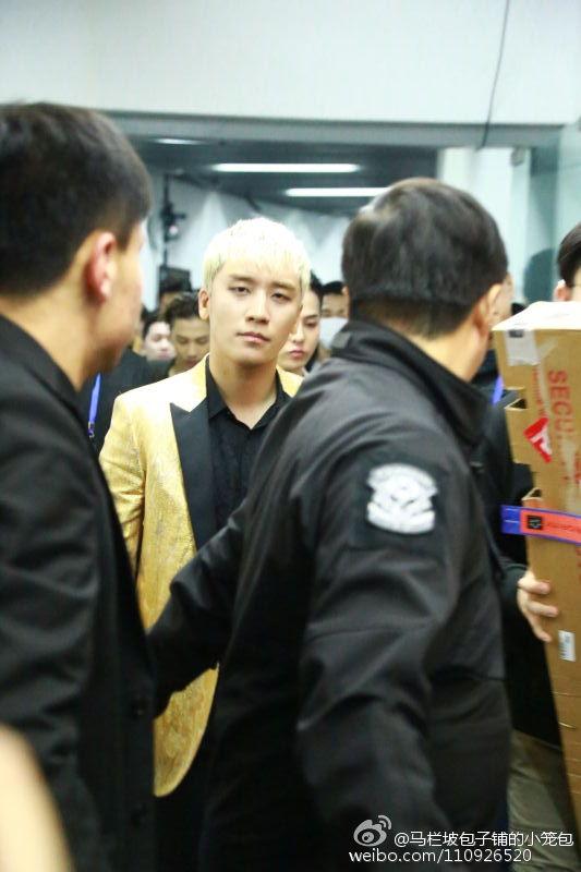 BIGBANG Backstage Hunan TV 2015-12-31 马栏坡包子铺的小笼包 (3)