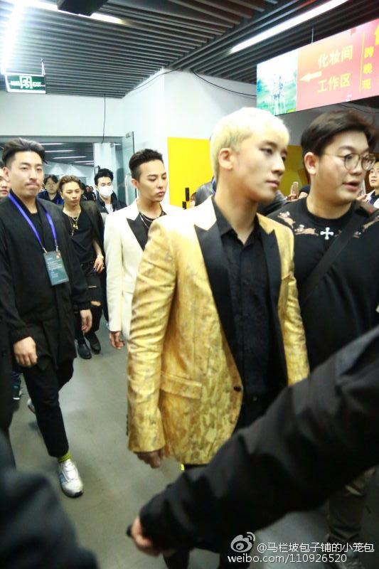 BIGBANG Backstage Hunan TV 2015-12-31 马栏坡包子铺的小笼包 (4)