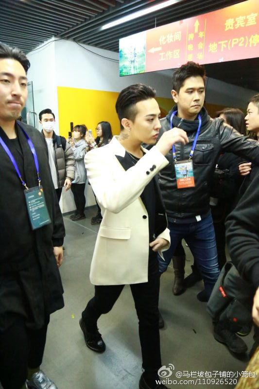 BIGBANG Backstage Hunan TV 2015-12-31 马栏坡包子铺的小笼包 (6)