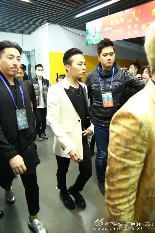 BIGBANG Backstage Hunan TV 2015-12-31 马栏坡包子铺的小笼包 (1)