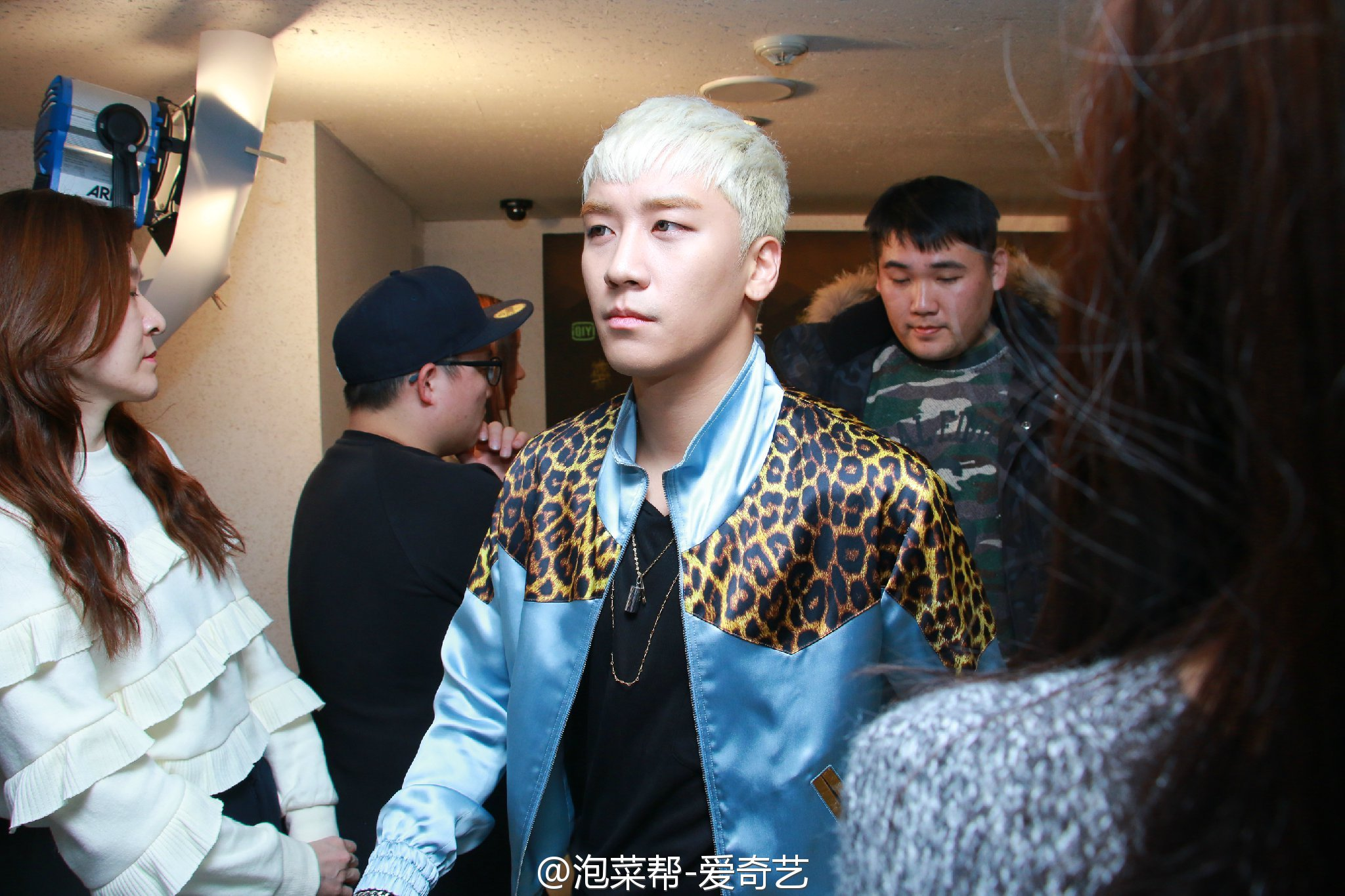 BIGBANG - Golden Disk Awards - Backstage - 20jan2016 - 泡菜帮-爱奇艺 - 10