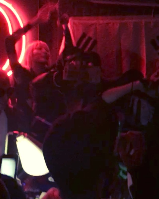 G-Dragon - Carmen Club - 23jan2016 - Jnxxzkk_k - 01