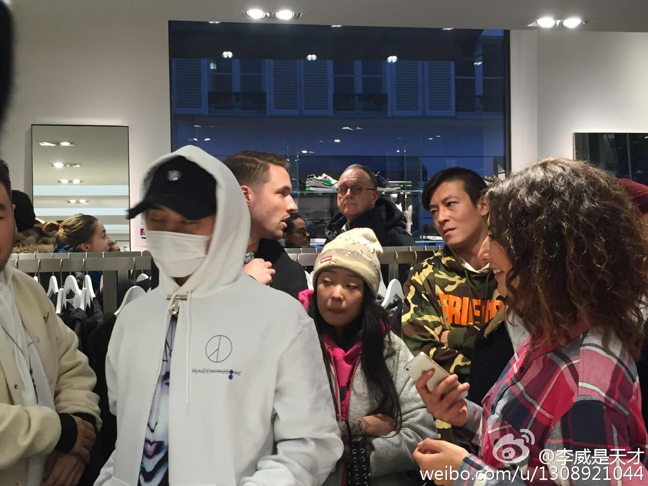 G-Dragon - Colette X Peaceminusone - 23jan2016 - 1308921044 - 01