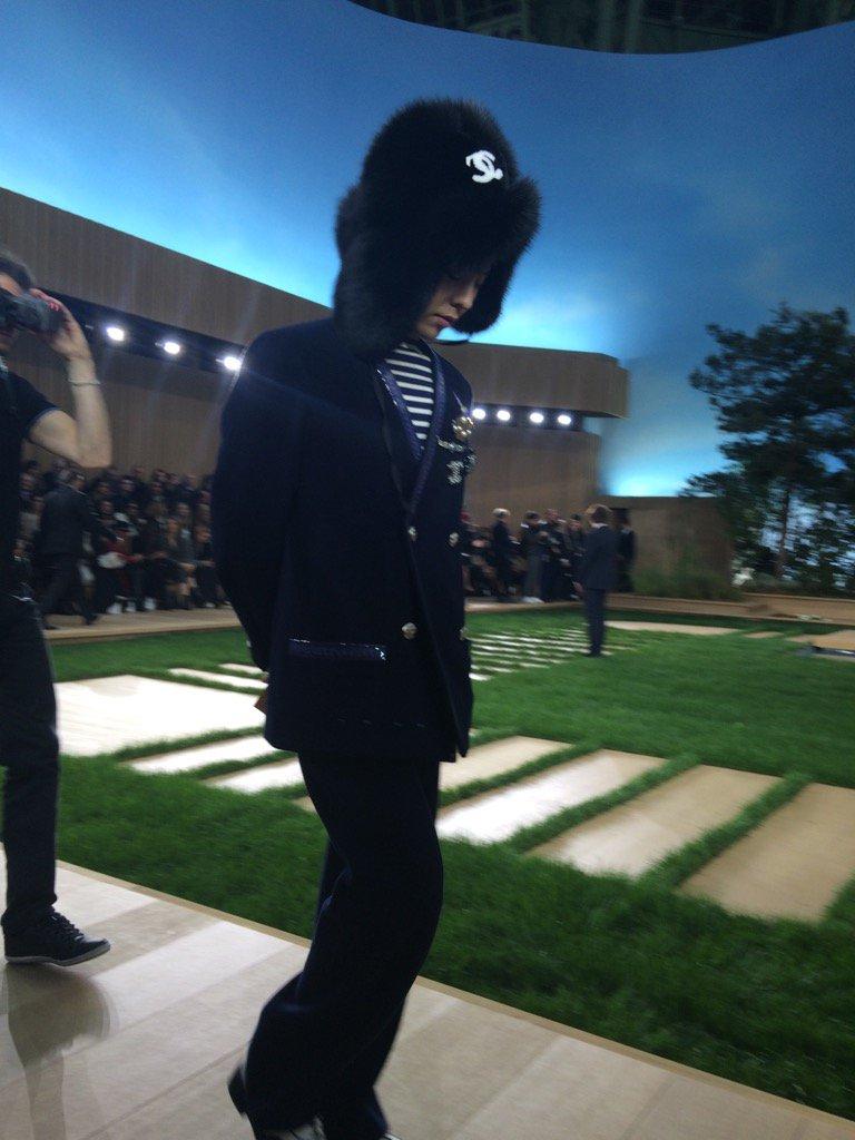 G-Dragon Chanel Haute Coutoure At Grand Palais Paris 2016-01-26 VVFriedman
