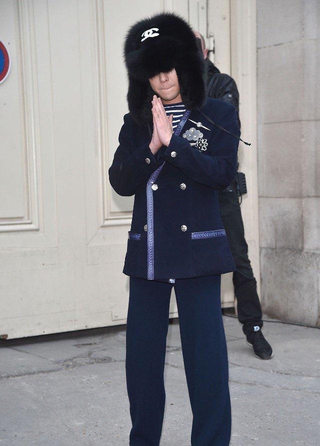 G-Dragon Chanel Haute Coutoure At Grand Palais Paris 2016-01-26 Press (5)