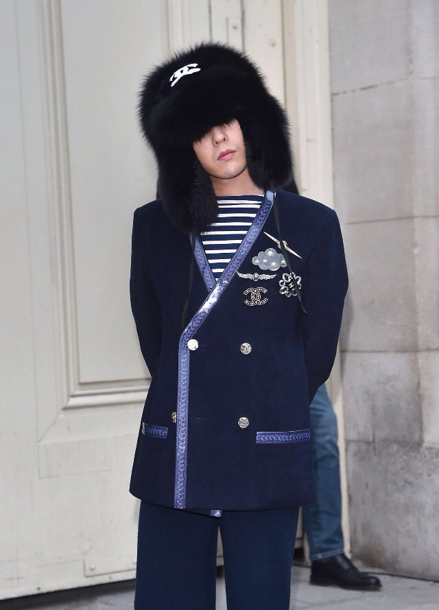 G-Dragon Chanel Haute Coutoure At Grand Palais Paris 2016-01-26 Press (6)