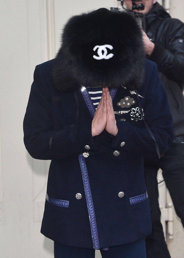 G-Dragon Chanel Haute Coutoure At Grand Palais Paris 2016-01-26 Press (4)