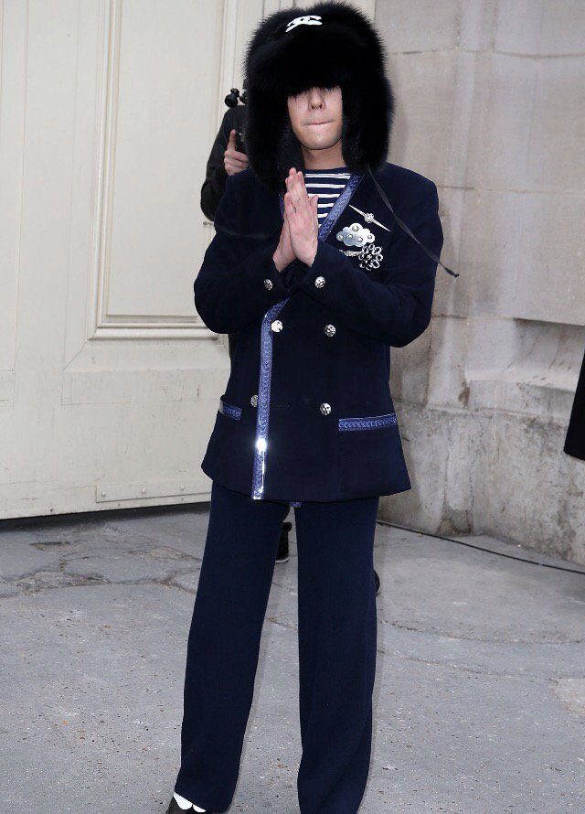 G-Dragon Chanel Haute Coutoure At Grand Palais Paris 2016-01-26 Press (2)