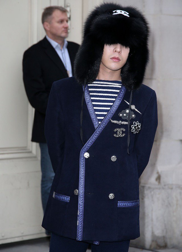 G-Dragon Chanel Haute Coutoure At Grand Palais Paris 2016-01-26 Press (3)