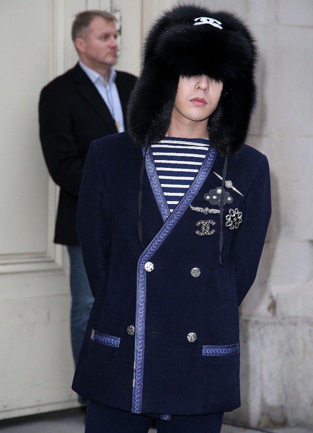 G-Dragon Chanel Haute Coutoure At Grand Palais Paris 2016-01-26 Press (3)
