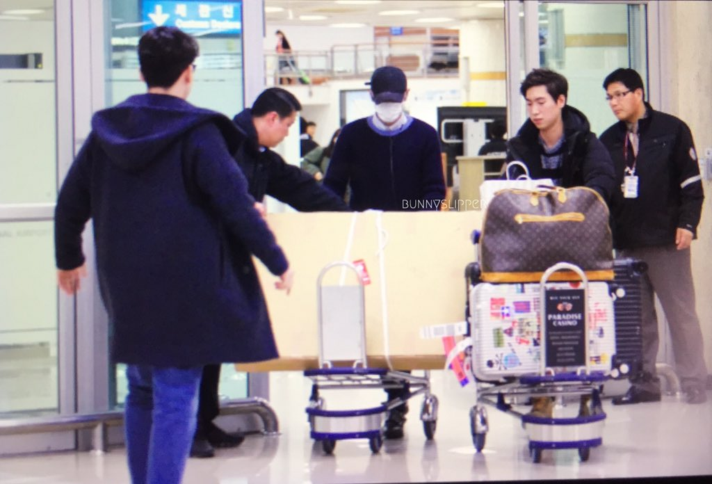 TOP Arrival Seoul From Japan 2016-02-12 (11)
