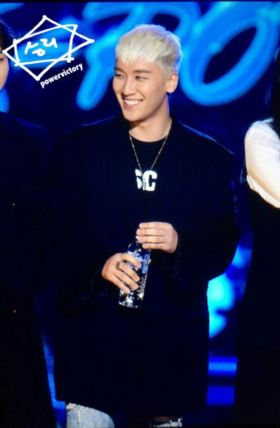 BIGBANG GAON Awards Seoul 2016-02-17 (2)