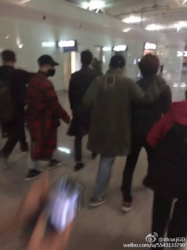 Big Bang - Changsha Airport - 27mar2016 - XtcucjGD - 06