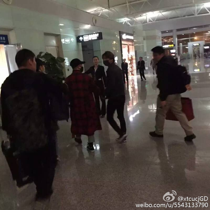 Big Bang - Changsha Airport - 27mar2016 - XtcucjGD - 07