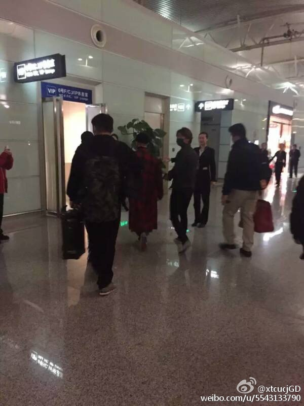 Big Bang - Changsha Airport - 27mar2016 - XtcucjGD - 08