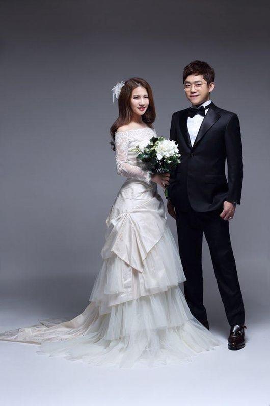 YG Family Gathers to Celebrate Song Baek Kyung?s Wedding