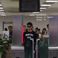 Seung_Ri_-_Tae_Yang_-_Gimpo_Airport_-_14may2016_-_VIVIVI1212_-_01