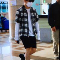 Seung_Ri_-_Tae_Yang_-_Gimpo_Airport_-_14may2016_-_YB_518%25_-_05
