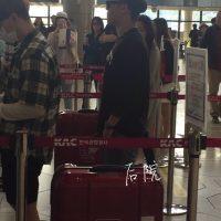 Seung_Ri_-_Tae_Yang_-_Gimpo_Airport_-_14may2016_-_%E5%90%8E%E9%99%A2%E6%87%92%E4%BA%BA%E5%B8%AE_-_05