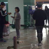 Seung_Ri_-_Tae_Yang_-_Gimpo_Airport_-_14may2016_-_%E5%90%8E%E9%99%A2%E6%87%92%E4%BA%BA%E5%B8%AE_-_09