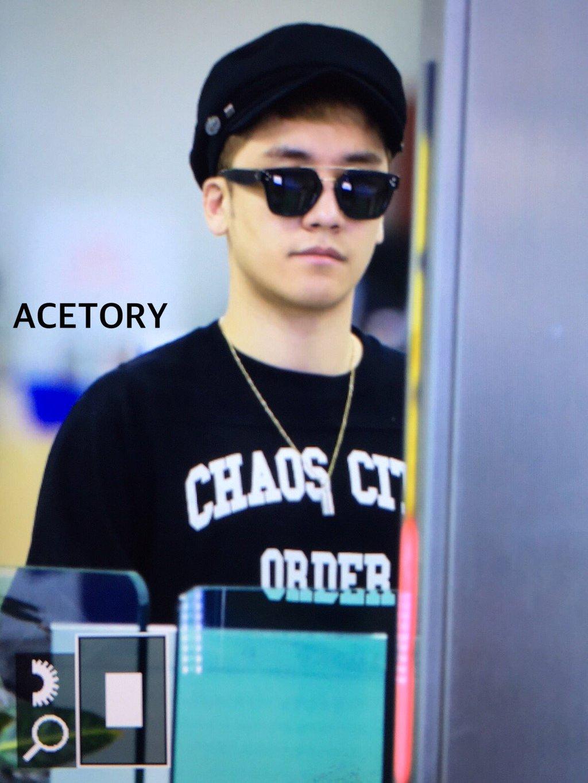 Seung_Ri_-_Tae_Yang_-_Gimpo_Airport_-_14may2016_-_Acetory_-_07