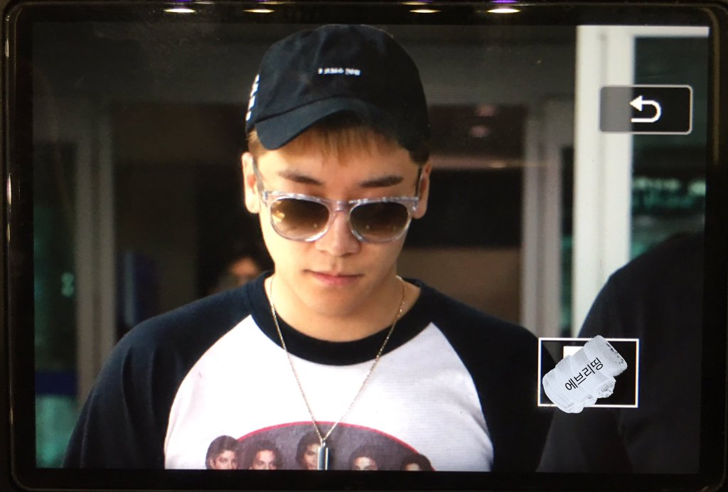 Seungri Arrival Seoul Incheon From Shanghai 2016-05-20 (3)
