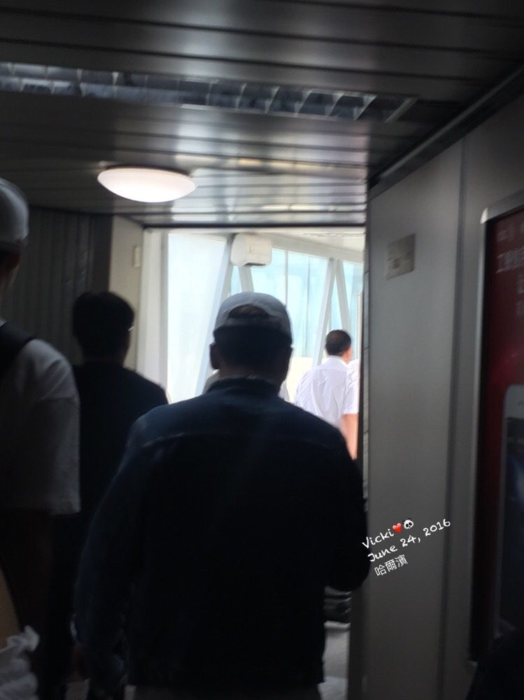 Seung Ri - Harbin Airport - 24jun2016 - Vickibblee - 01