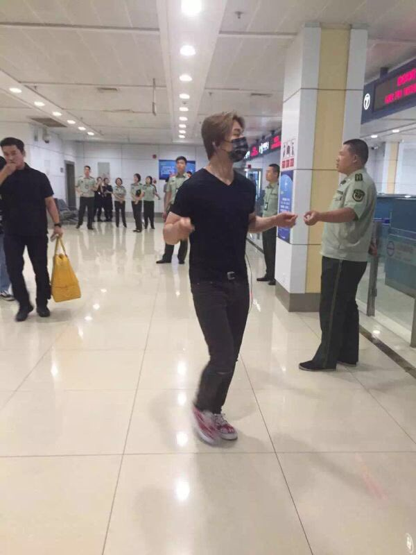 BIGBANG Arrival Chongqing 2016-06-30 (1)