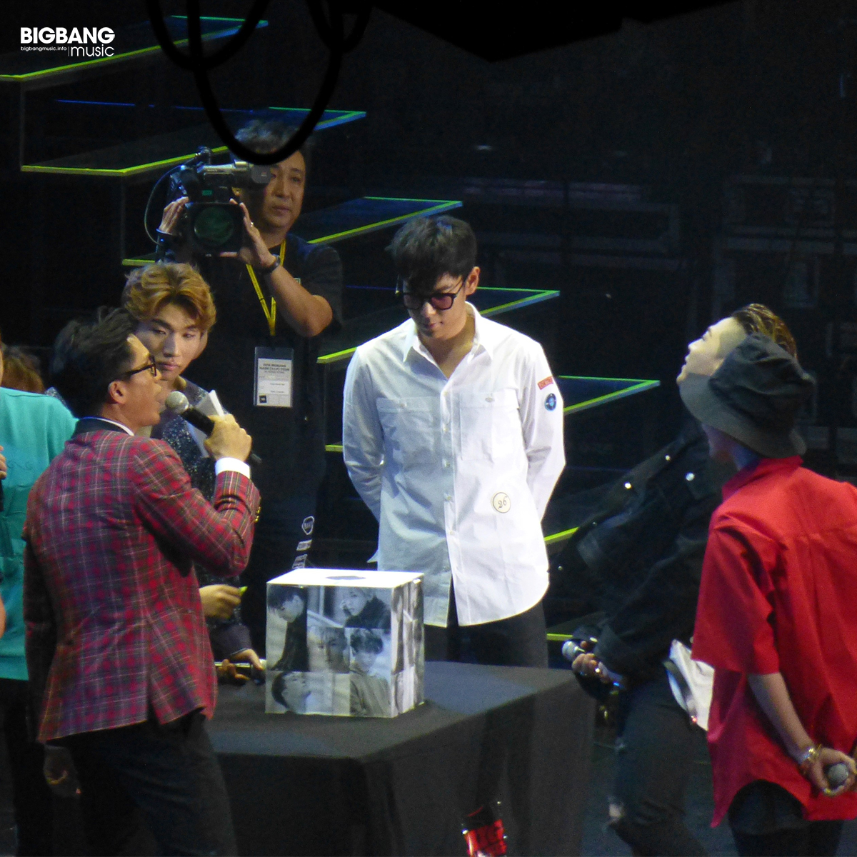 BBmusic-BIGBANG-Hong-Kong-Day-1-2016-07-22