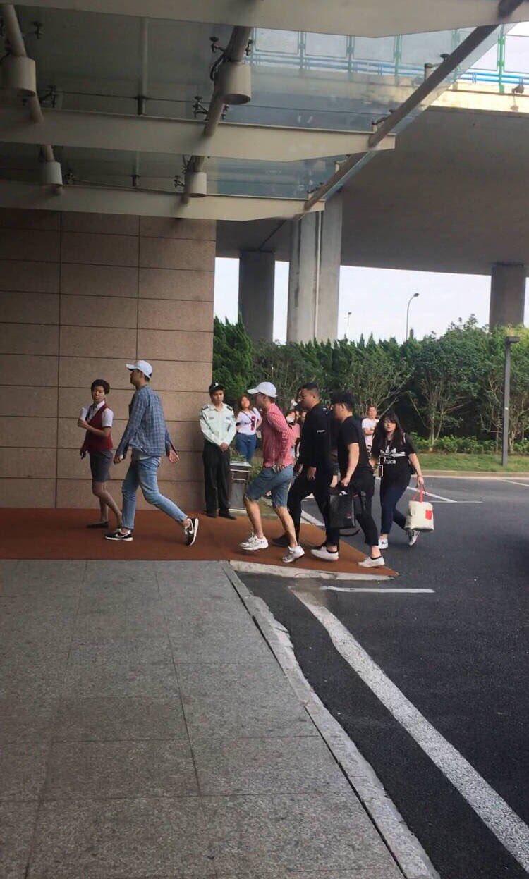 Seungri departure Shanghai to Seoul 2016-07-20 (1)