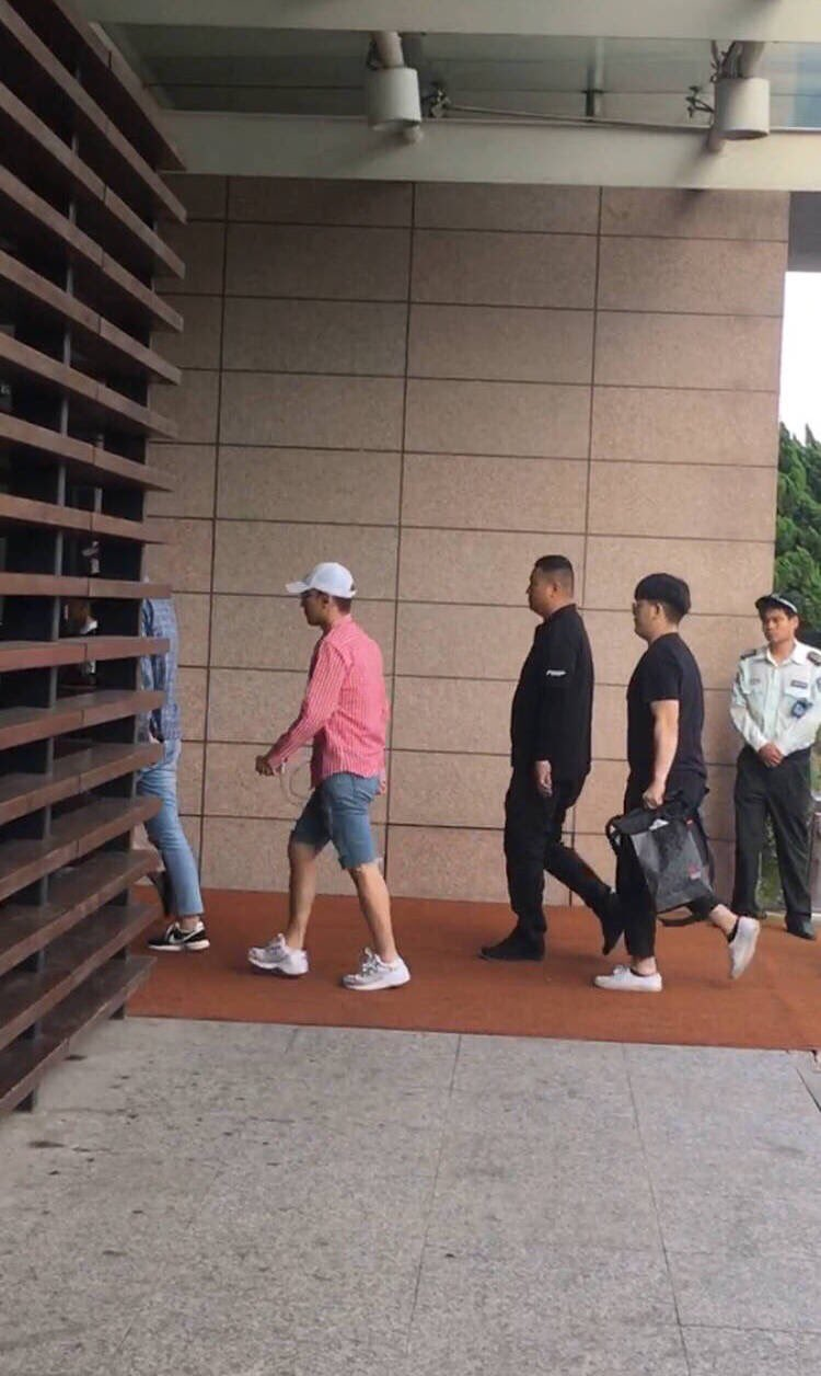 Seungri departure Shanghai to Seoul 2016-07-20 (3)