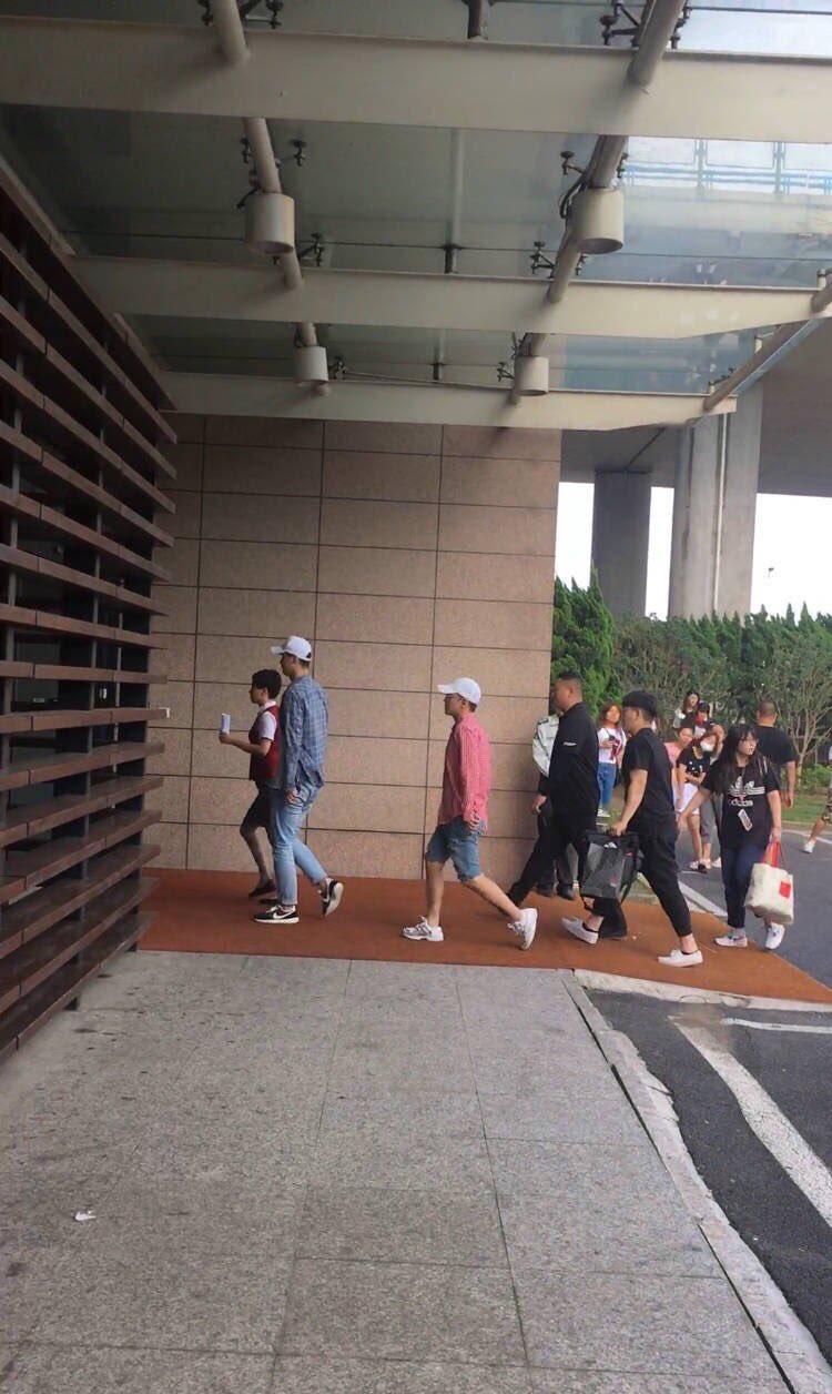 Seungri departure Shanghai to Seoul 2016-07-20 (4)