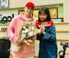 [★SHOT!] BIGBANG SEUNGRI Gifts LEE SU HYUN Flowers on Her 'DJ Debut'… Friendly Brother and Sister From YG